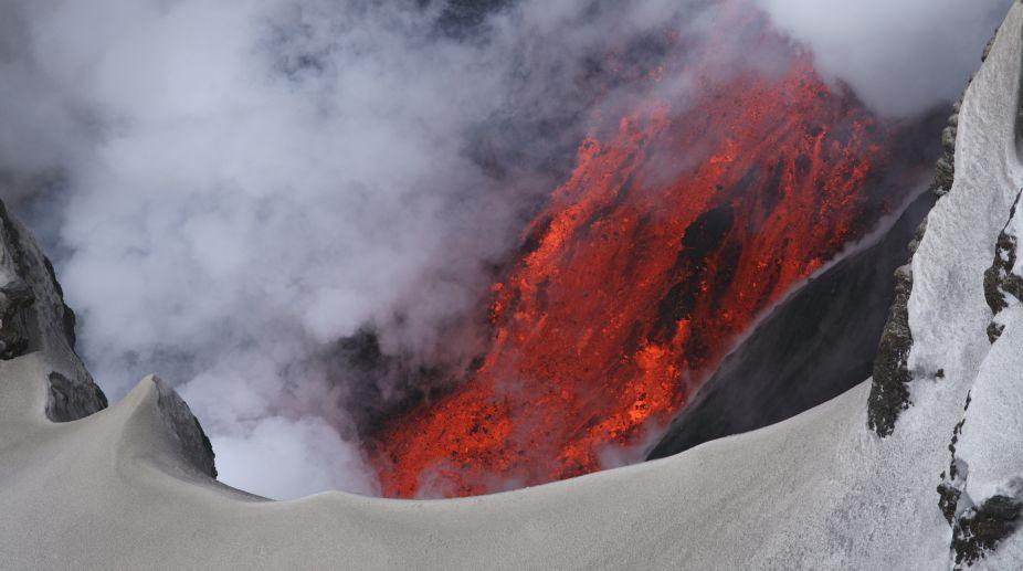 Volcano, Japan, avalanche