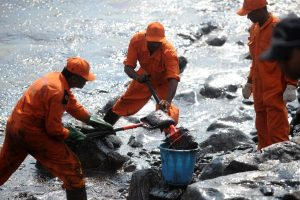 6 days after oil spill, clean up efforts intensified