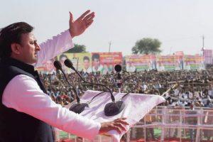 Akhilesh slams Mayawati, Modi