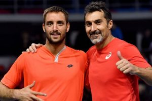 Serbia in Davis Cup last eight, champions stay alive