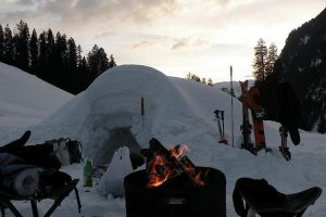 Skiers build India's first igloo in uphill Manali!