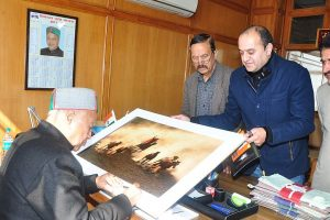 Shimla's travel photographer gets honour back home