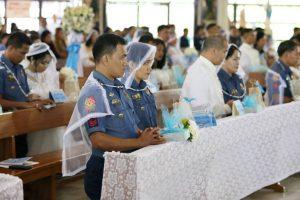 Philippines policemen tie the knot on Valentine's Day