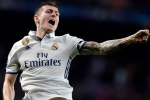 Real Madrid's Toni Kroos suffers left knee injury