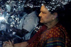 Income Tax raids relatives of Sasikala, Dinakaran