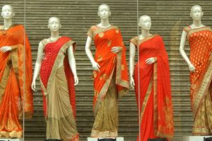 Chaos at Varanasi shop that offered 'a saree for Re 1'