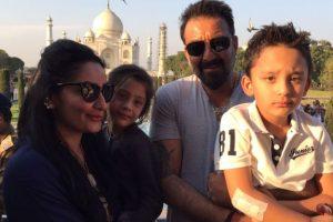 Sanjay Dutt, Maanyata celebrate wedding anniversary at Taj Mahal