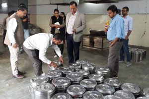 Delhi Health Minister inspects mid-day meal kitchens
