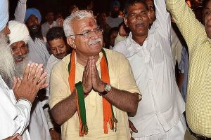 Manohar Lal Khattar holds talks with agitating Jat leaders