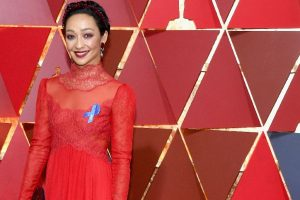 Stars wear blue ribbon at Oscars