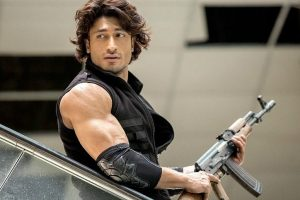 A stuntman wishes to learn action tricks from Vidyut