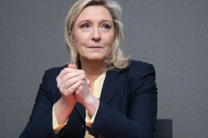 Marine Le Pen loses immunity over IS tweets