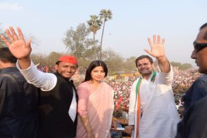 SP, BJP workers clash at Akhilesh-Rahul's joint roadshow