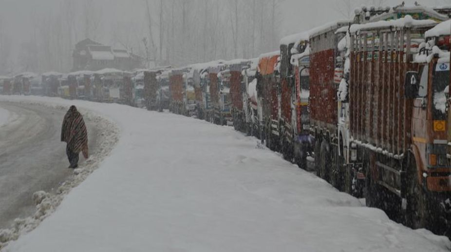 snowfall, Jammu-Srinagar highway, Jammu-Srinagar highway closed, road maintenance agencies