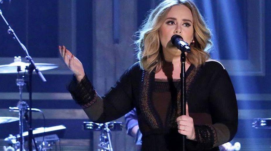 Adele defends Justin Bieber after her fans boos him