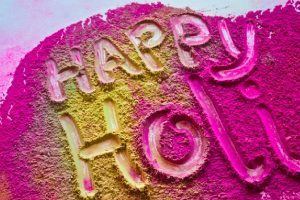 Holi 2017: Whatsapp messages for your loved ones!