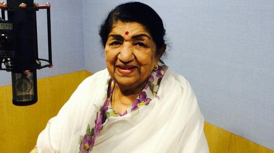 Lata Mangeshkar, Swara Mauli, Asha Bhosle, Paani Paani Re