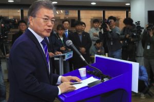 S Korean former opposition leader leads presidential poll
