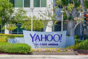 '1 bn Yahoo accounts on sale, despite hacking indictments'