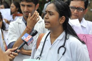 4,000 Maharashtra resident doctors go on mass leave