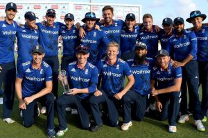Be brave and smile, ECB tells England cricketers