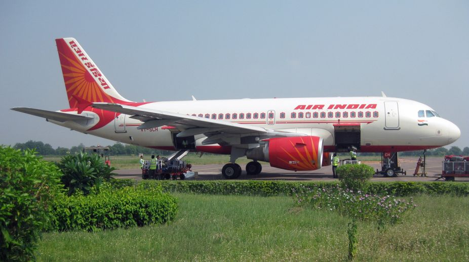 Delhi-Kolkata flight, Air India flight, bomb threat, hoax bomb call, Delhi Airport