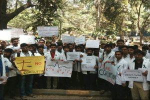 Resident doctors in Delhi go on strike, 800 surgeries postponed