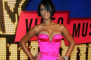 Rihanna's friends want her to stay away from Chris Brown