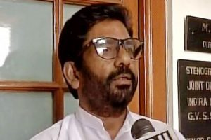 Shiv Sena MPs demand lifting of flying ban on Gaikwad