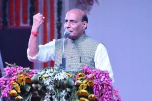 Rajnath praises Akshay for supporting Indian soldiers