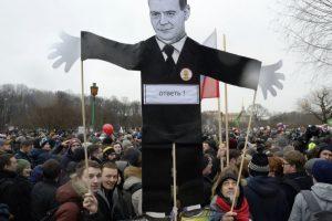 EU demands release of Russian anti-corruption protestors