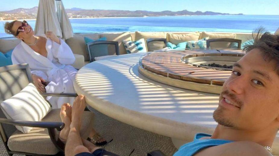 Mariah Carey enjoying birthday beach getaway with Tanaka