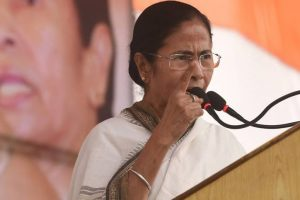 Mamata visits SSKM, asks KMC to take over cleanliness at hosp