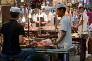 Meat sellers continue protest against crackdown on slaughterhouses