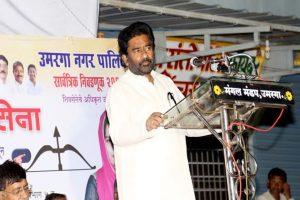 Shiv Sena MPs meet Speaker over flying ban on Ravindra Gaikwad