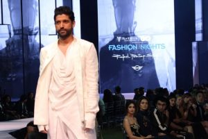 Farhan Akhtar urges people to save water