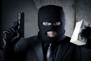 Constable prevents major bank robbery by taking on 12 robbers