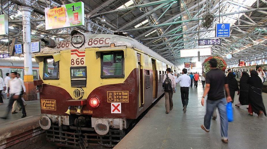 Couple harassed, Kolkata train, GRP officer,