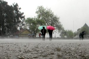Heavy pre-monsoon showers lash parts of Himachal, mercury falls
