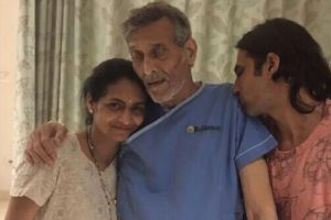 Is Vinod Khanna suffering from cancer?