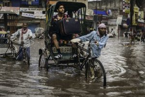Rising rivers inundate low areas in Kashmir, flood in Srinagar