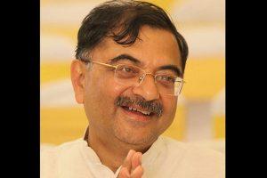 Opposition leaders disrupt Lok Sabha over Tarun Vijay's racist remarks