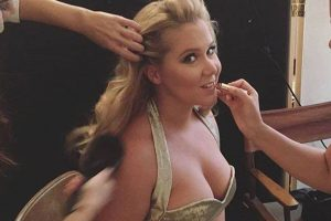 Amy Schumer slams body shamers with bikini photograph