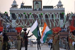 Pakistan returns Indian man who accidentally crossed border