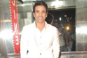 Tusshar plays off-screen dad on movie set