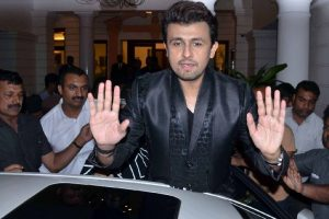 Sonu Nigam takes up cleric's challenge; shaves head
