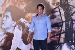 Sachin Tendulkar turns philosophical on Shah Rukh's sentimental tweet
