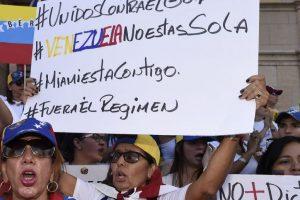 2 dead, over 400 arrested in Venezuelan protests