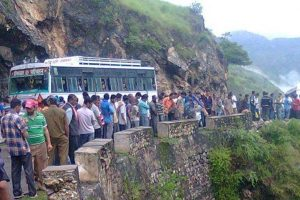 8 killed, 60 injured as bus overturns near Ranchi