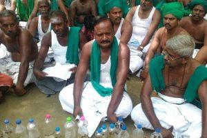Tamil  Nadu CM meets protesting farmers at Jantar Mantar
